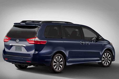 2018-Toyota-Sienna-Limited-rear-three-quarter