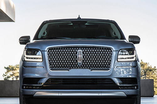 2018-Lincoln-Navigator-front-grille
